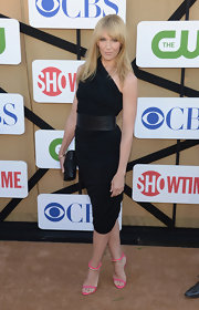 Toni Collette rocked a sexy draped one-shoulder LBD with an oversize croc belt.
