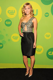 AnnaSophia's nude-and-black striped one-shoulder number featured a cutout under the bust for an added bit of sexiness!
