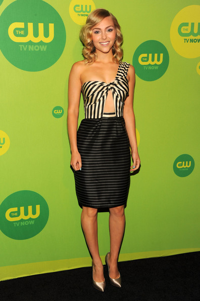 More Pics of AnnaSophia Robb Medium Wavy Cut (4 of 5) - AnnaSophia Robb Lookbook - StyleBistro