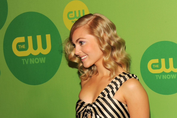 More Pics of AnnaSophia Robb One Shoulder Dress (5 of 5) - AnnaSophia Robb Lookbook - StyleBistro