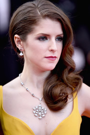 Anna Kendrick looked sweet and glam with her curly side sweep at the Cannes opening gala.