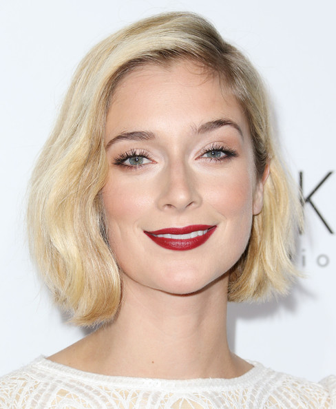 Caitlin Fitzgerald Red Lipstick [eyebrow,lip,beauty,chin,cheek,blond,hairstyle,forehead,eyelash,layered hair,caitlin fitzgerald,20th annual women in hollywood celebration - arrivals,beverly hills,four seasons hotel,california,los angeles,elle,20th annual women in hollywood celebration]