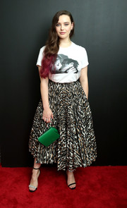 For a pop of color, Katherine Langford accessorized with a kelly-green satin purse.