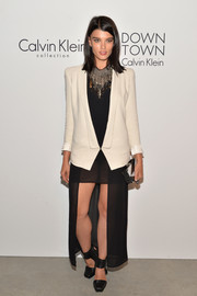 Crystal Renn completed her attire with a pair of black ankle-cuff pumps.