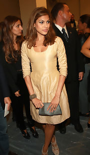 Dressed in a nude toned dress Eva offsets the balance of this look by matching it with a metalic clutch.