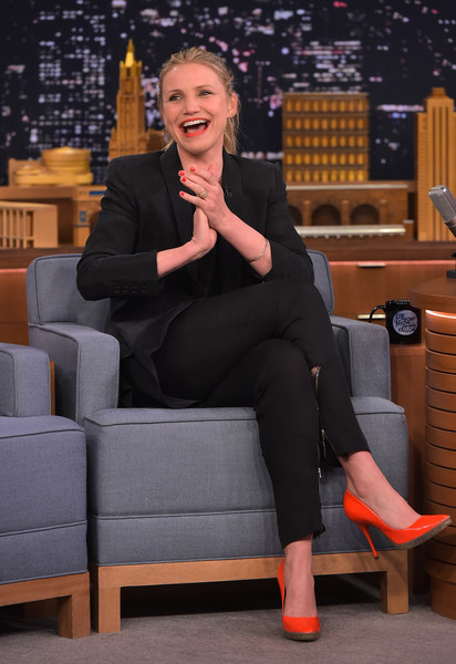 Cameron Diaz brightened up her all-black outfit with a pair of red-orange patent platform pumps for her 'Jimmy Fallon' appearance.