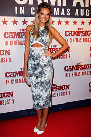 Laura Dundovic looked subtly sexy in a floral-print cutout dress at the Australian premiere of 'The Campaign.'