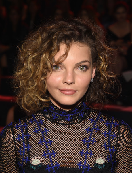 Camren Bicondova Short Curls [shows,hair,face,hairstyle,eyebrow,chin,lip,fashion,design,pattern,long hair,vivienne tam,camren bicondova,front row,skylight,moynihan station,new york city,the arc,the shows,new york fashion week]