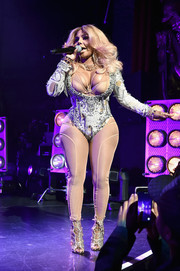 Lil Kim paraded her voluptuous figure in a bedazzled bodysuit while performing at the Tribeca Film Fest premiere of 'Can't Stop, Won't Stop.'
