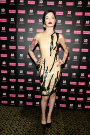 Attending a charity gala in NYC, Porcelain looked fabulously fierce in her tight nude and black dress.