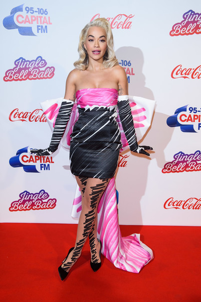 Rita Ora matched her dress with a pair of scrawl-print tights.