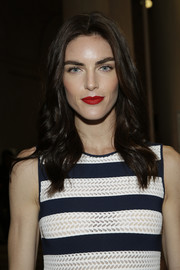 Hilary Rhoda framed her gorgeous face with this wavy hairstyle for the Carolina Herrera fashion show.