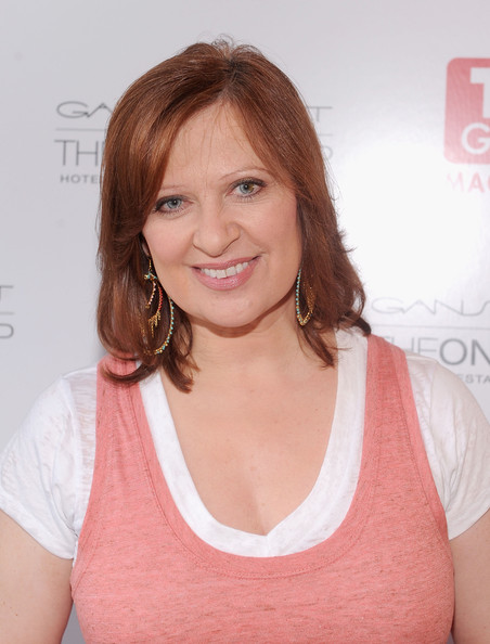 Caroline Manzo Medium Straight Cut