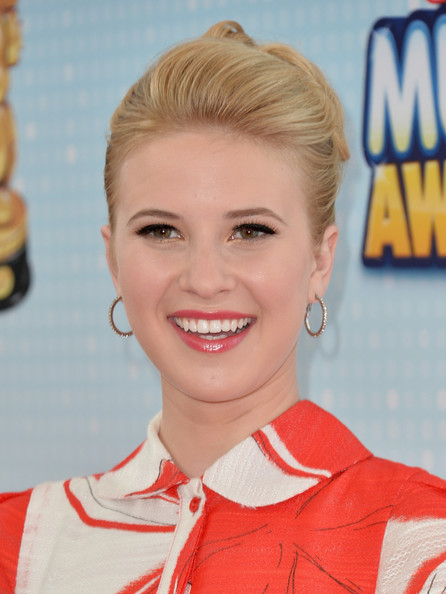 Caroline Sunshine Bobby Pinned Updo