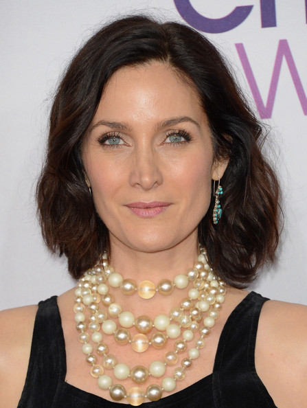 Carrie-Anne Moss Bob [hair,hairstyle,eyebrow,lip,chin,beauty,cheek,fashion accessory,jewellery,black hair,arrivals,carrie anne moss,peoples choice awards,california,los angeles,nokia theatre l.a. live]