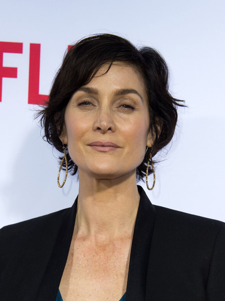 Carrie-Anne Moss Layered Razor Cut [hair,hairstyle,chin,white-collar worker,black hair,premiere,long hair,layered hair,official,businessperson,carrie-anne moss,marvels jessica jones,q a,california,red carpet,netflix,marvel,netflix original series,fyc screening and,jessica jones screening]