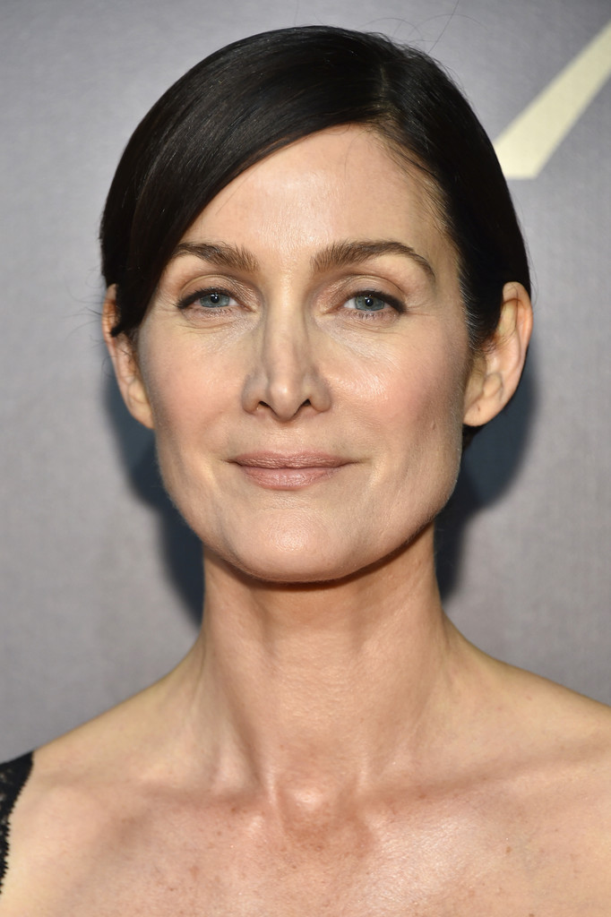 Carrie Anne Moss Short Side Part Short Hairstyles