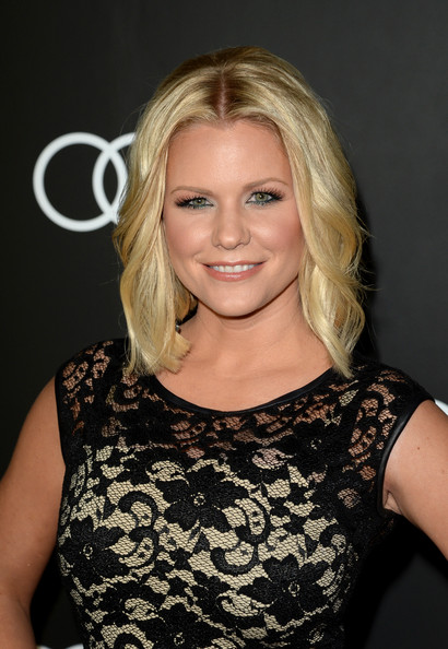 Carrie Keagan Medium Wavy Cut