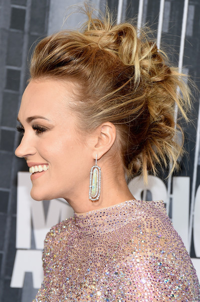 Carrie Underwood Dangling Gemstone Earrings [hair,hairstyle,ear,blond,chin,beauty,chignon,bun,long hair,hair coloring,arrivals,carrie underwood,nashville,tennessee,music city center,cmt music awards]