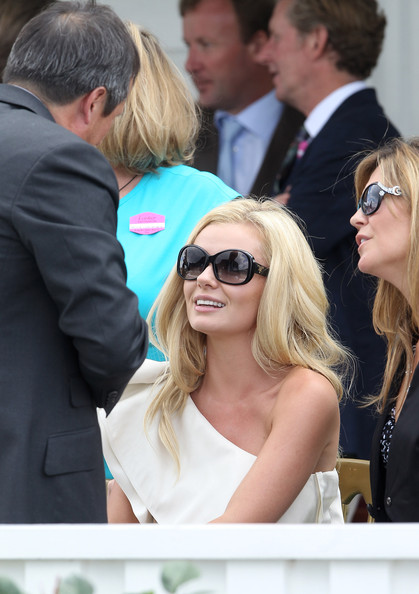 More Pics of Katherine Jenkins Oval Sunglasses (2 of 11) - Katherine Jenkins Lookbook - StyleBistro