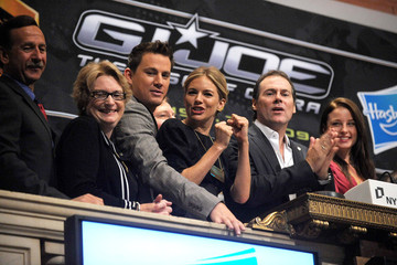 Sienna Miller Channing Tatum Cast Members Of G.I. Joe: The Rise Of Cobra Ring The NYSE Opening Bell