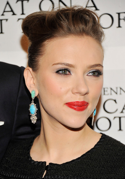 More Pics of Scarlett Johansson Red Lipstick (5 of 18) - Scarlett Johansson Lookbook - StyleBistro