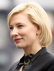Cate Blanchett's bob looked lovely when she attended the media launch for Sydney Theatre Company's new rainwater harvesting system. Her deep side part and subtly curled ends looked simple and soft.