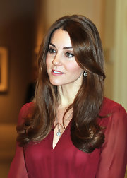 The Duchess of Cambridge sported her signature coiffed curls to view the unveiling of her official royal portrait.