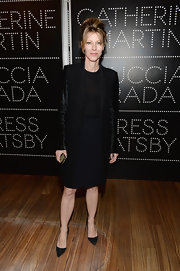 Robbie Myers chose black velvet evening coat to pair over her LBD for a cool monochromatic look.