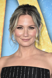 Jennifer Nettles looked boho-glam with her loose, wavy updo at the world premiere of 'Cats.'