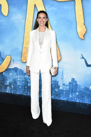 Sara Sampaio donned a simple white pantsuit for the world premiere of 'Cats.'