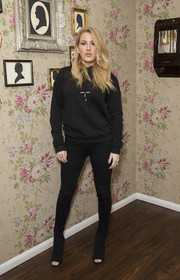 Ellie Goulding pulled her look together with a pair of textured peep-toe boots.