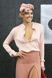Ashley Hart wore a fab gold lariat necklace at the Melbourne Cup.