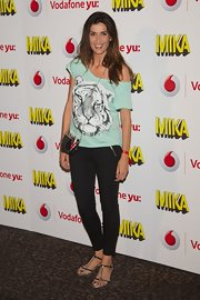 Elia Galera chose a mint off-the-shoulder tee with a snow tiger print for her look at the Mika concert.