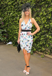 Scherri Lee Biggs cut a feminine silhouette in a printed faux-wrap dress during Oaks Day.