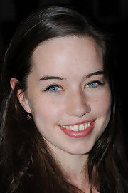 Anna Popplewell wore some retro liquid liner to the Maria Grachvogel Spring 2012 fashion show in London. Her retro look is easy to duplicate by starting at the inner corners of eyes and sweeping liner brush gently along the upper lash line, flicking the brush gently in an upward motion at the outer corners.