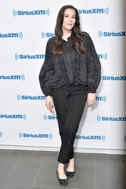Liv Tyler sealed off her look with a pair of scalloped ballet flats.