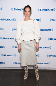 Ruth Wilson went edgy on the bottom half in a light-gray ostrich leather skirt.