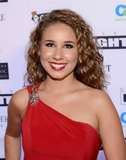 Haley Reinhart chose bright red lips for her stunning red carpet look at Celebrity Fight Night.