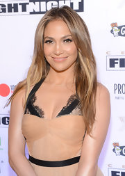 Jennifer Lopez showed off her honey tresses with this long straight cut, which gave her a fresh and natural look at Celebrity Fight Night.