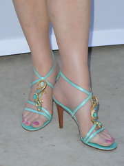 Dana Delany showed her support on Wisteria Lane donning an embellished pair of strappy sandals. The lizard looking creature on her heel definitely adds a wow factor to her footwear.