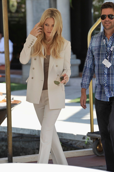 More Pics of Kate Hudson Aviator Sunglasses (1 of 28) - Classic Sunglasses Lookbook - StyleBistro [celebrity sightings,clothing,white,street fashion,blazer,outerwear,fashion,jeans,jacket,snapshot,footwear,kate hudson,venice,italy,69th venice film festival]