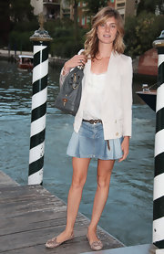 Snakeskin ballet flats kept Vittoria's ensemble looking chic and casual.
