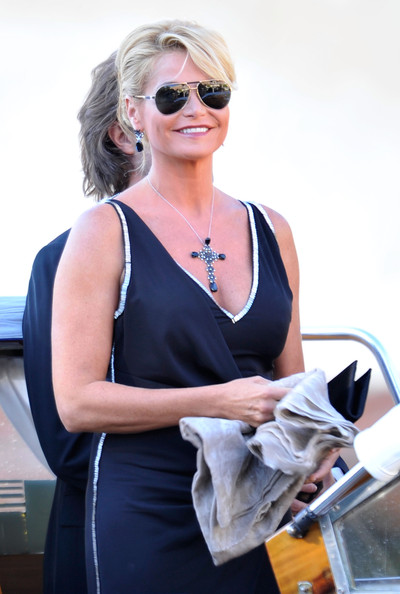 Simona Ventura's oversized cross pendant necklace competed for attention with her elegant dress.