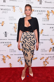 Hannah Davis smartened a low-cut crop-top with a black jacket for the Fragrance Foundation Awards.
