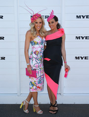 Kate Twigley looked very girly in a colorful print dress during Melbourne Cup Day.
