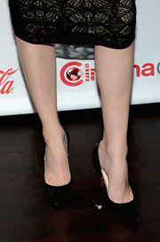 Elizabeth Banks rocked a pair of classic patent leather pumps while attending CinemaCon.