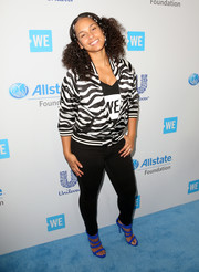 Alicia Keys styled her look with a pair of electric-blue multi-strap sandals.