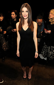Ashley topped off her LBD with black stilettos.