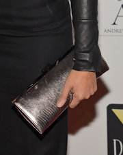 Soledad O'Brien sported a metallic snakeskin clutch for classic look on the red carpet of Chaka Khan's birthday bash.